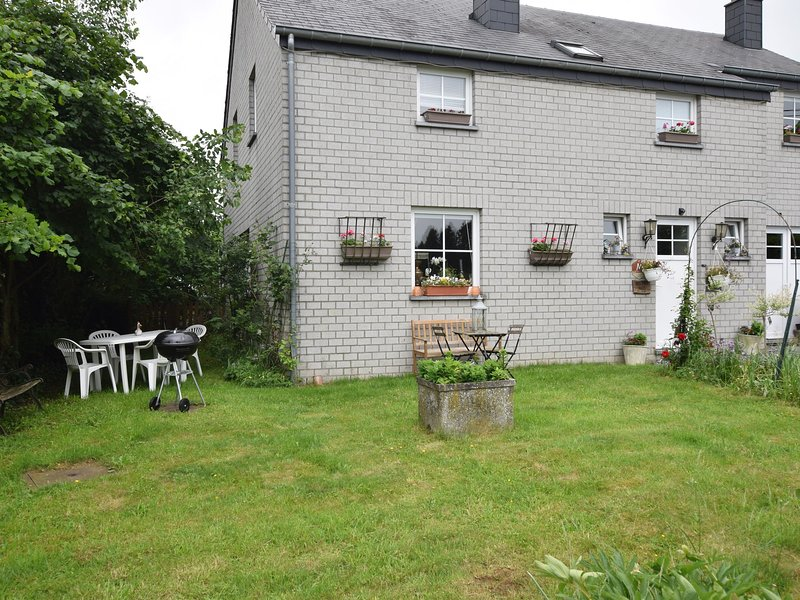Cozy Apartment in Paliseul with Garden, holiday rental in Paliseul