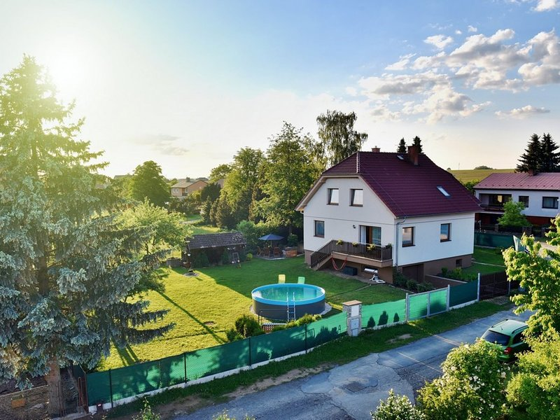 Detached villa in South Bohemia with outdoor pool in the fenced garden, holiday rental in Tabor