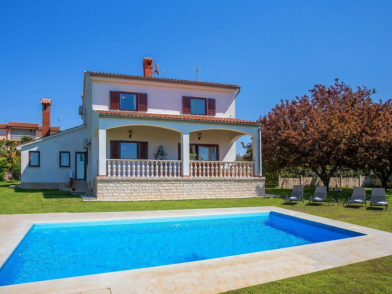 Spacious Villa in Kukci with Swimming Pool, holiday rental in Kukci