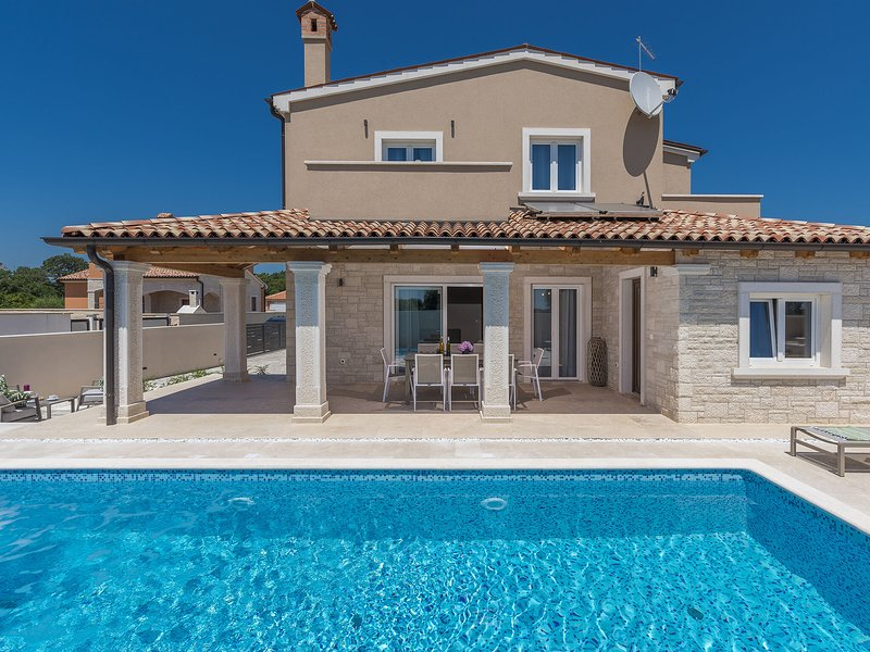 Spacious Villa in Pula with Pool, holiday rental in Skatari