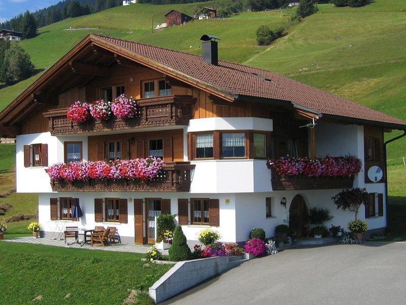 Peaceful Apartment in Vorarlberg with Balcony, holiday rental in Bartholomaeberg