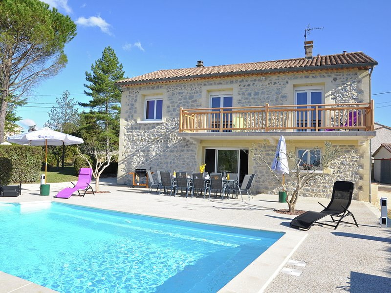 Luxury Villa with Private Pool in Saint-Victor-de-Malcap, location de vacances à Potelières