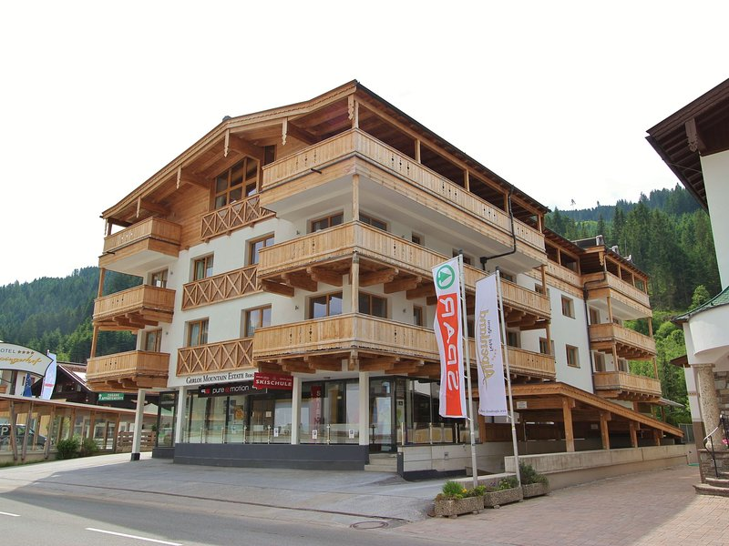 Beautiful Apartment in Gerlos with Private Sauna, holiday rental in Gerlos