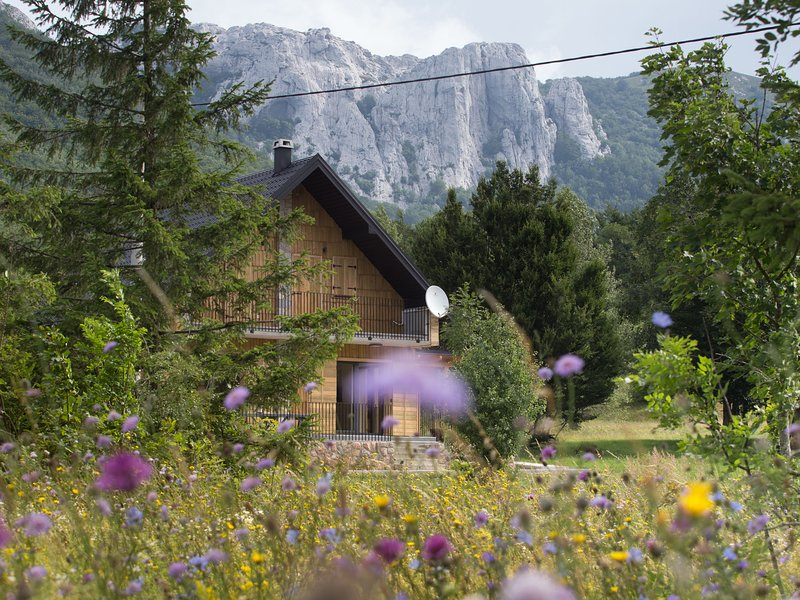Boutique Chalet in Baške Oštarije with Garden, holiday rental in Gospic