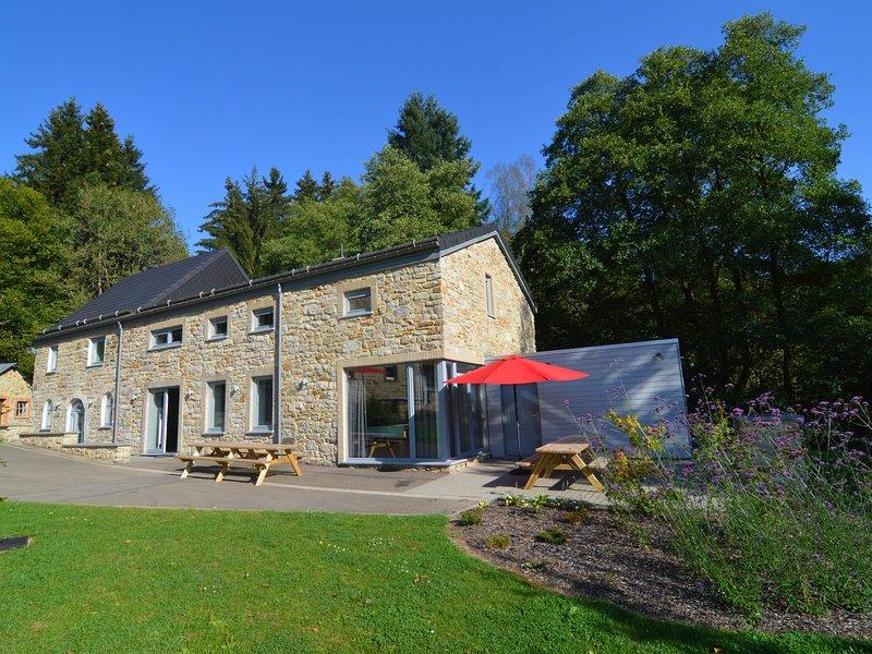 Beautiful Renovated house in Ondenval with private terrace, aluguéis de temporada em Faymonville