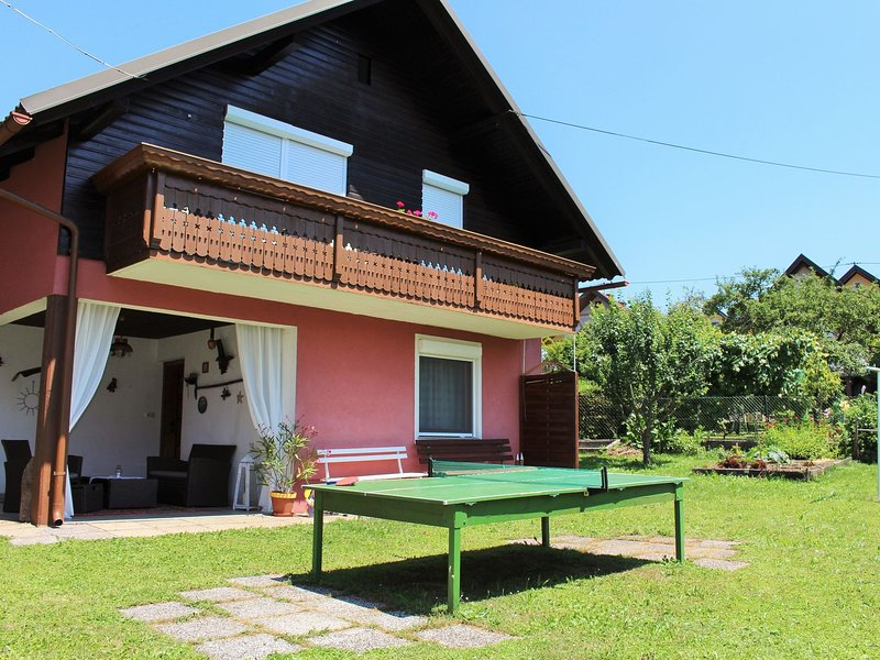 Chic Holiday Home in Eberndorf  with Garden, vacation rental in Neuhaus