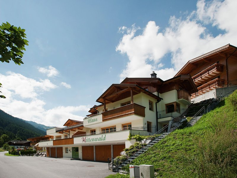 Boutique Chalet in Saalbach-Hinterglemm with Balcony, holiday rental in Hinterglemm