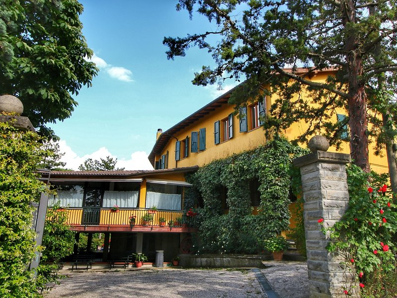 Boutique Villa with Pool in Scheggia, holiday rental in Chiaveretto
