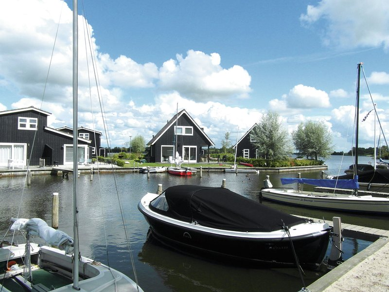 Comfortable villa with dishwasher, near the town of Terherne, Ferienwohnung in Sneek