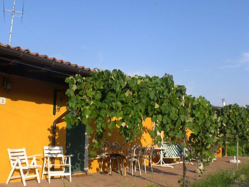 Sunny Farm Apartment in Santa Maria della Versa, alquiler de vacaciones en Nibbiano