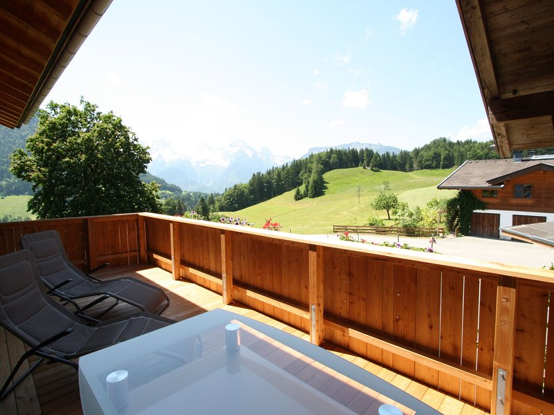 Spacious Apartment in Lofer with Garden, vacation rental in Lofer