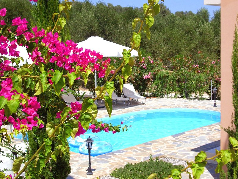 Beautiful, modern, luxuriously villa, private swimming pool 8 p. NW coast, Crete, holiday rental in Loutra