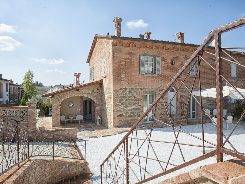 Luxurious Villa at Badicorte Tuscany with Private Pool, holiday rental in Montagnano