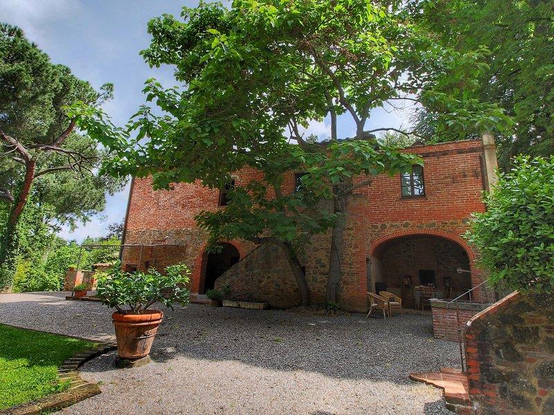 Cosy Villa in Sinalunga, with terrace, holiday rental in Carpineta