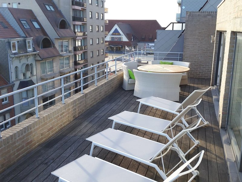 Beautifully located penthouse with view from the terrace over the Middelkerke be, location de vacances à Middelkerke