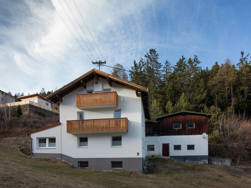 Lovely Holiday Home in Piller Tyrol in the Mountains, holiday rental in Wiese