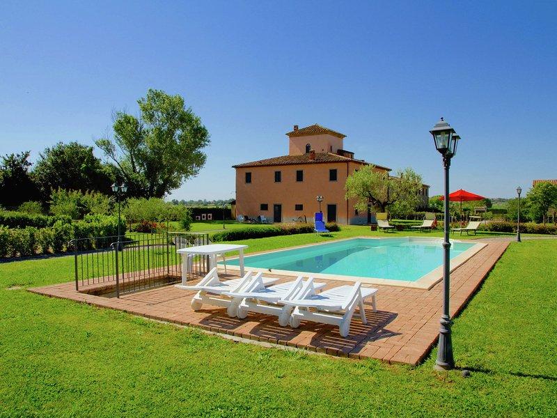 Splendid Farmhouse in Cortona with Swimming Pool, vacation rental in Castroncello