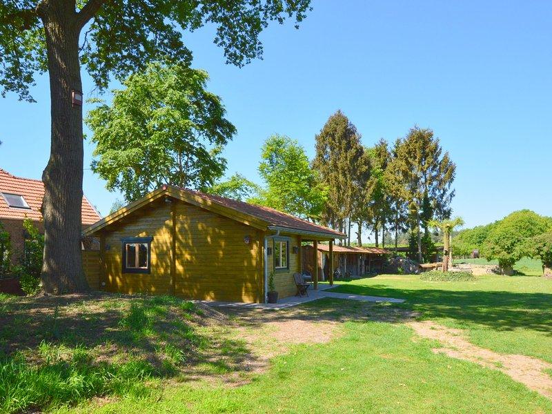 Cosy Chalet in Lottum with Garden, Ferienwohnung in Oostrum