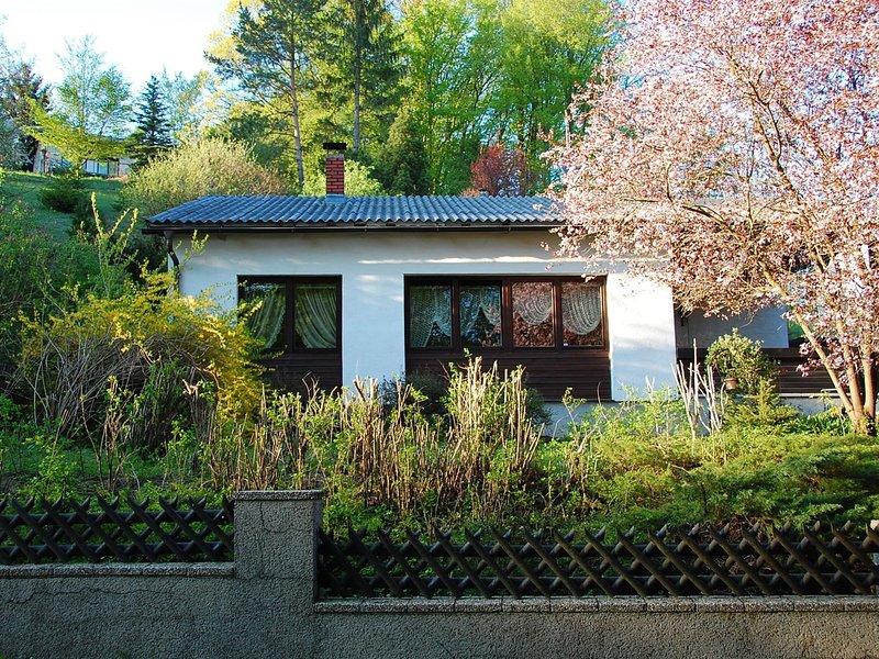 Quiet Chalet in Kaumberg near Vienna with Garden, holiday rental in Kaumberg
