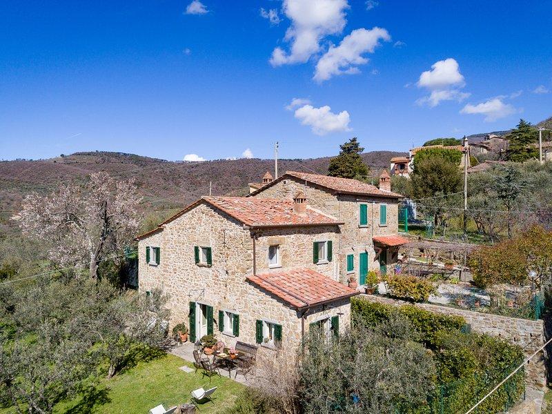 Cozy Villa in Cortona Tuscany with Private Pool, holiday rental in San Pietro a Cegliolo
