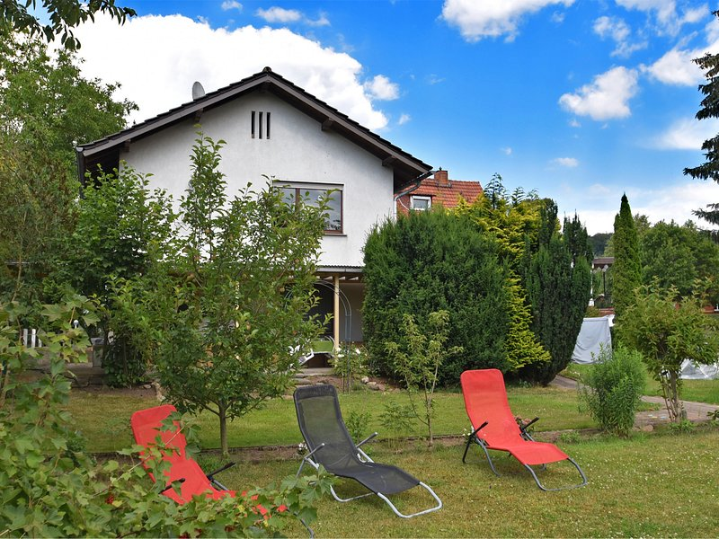 Lovely holiday home in Knüllgebirge with swimming pool and garden, Ferienwohnung in Romrod