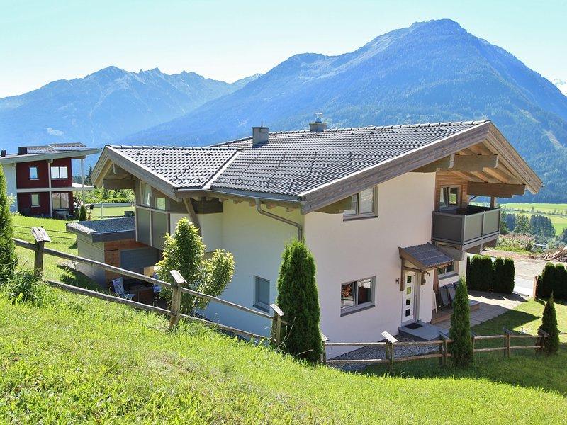 Modern Chalet with Terrace in Neukirchen am Großvenediger, vacation rental in Neukirchen am Grossvenediger