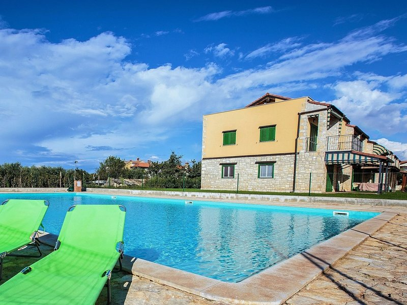 Cozy Apartment in Gedici with Swimming Pool, holiday rental in Rosini