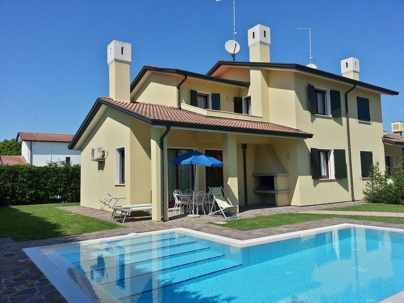 Villa with nice private swimming pool on Isola di Albarella, casa vacanza a Taglio di Po