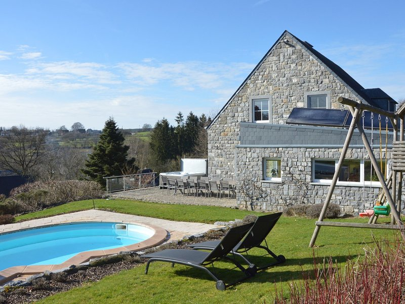 Luxurious Villa in Stavelot with Sauna and Outdoor Pool, holiday rental in Hockai
