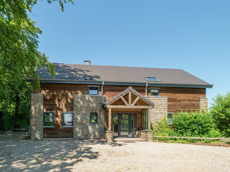 Luxury house at the foot of the Hautes Fagnes, location de vacances à Ambleve