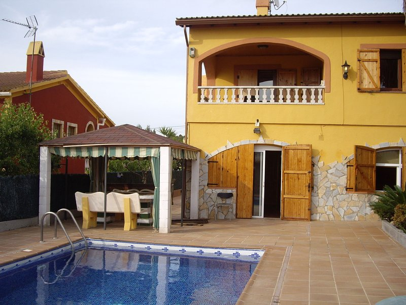 Luxurious Holiday Home in Vendrell with Swimming Pool, vacation rental in Castellet i la Gornal