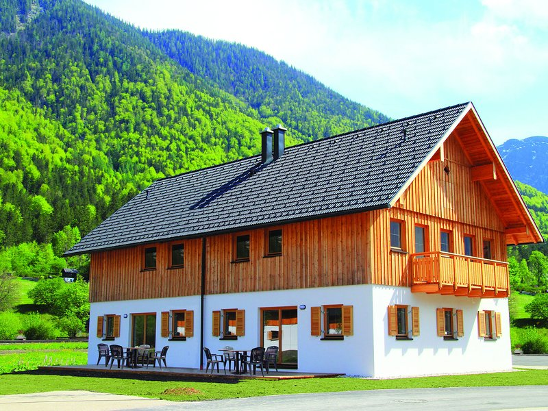 Luxurious Chalet in Obertraun with swimming pool, holiday rental in Altaussee