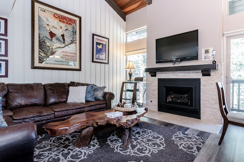 Living Room, Flat Screen TV, Gas Fireplace, Dining Table 6 top, Kitchen- Granite/Stainless Steel Appliances