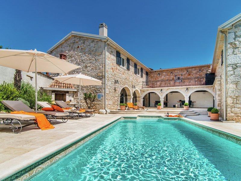 Holiday home, consisting of two houses with swimming pool, near Lim bay and beac, aluguéis de temporada em Kruncici
