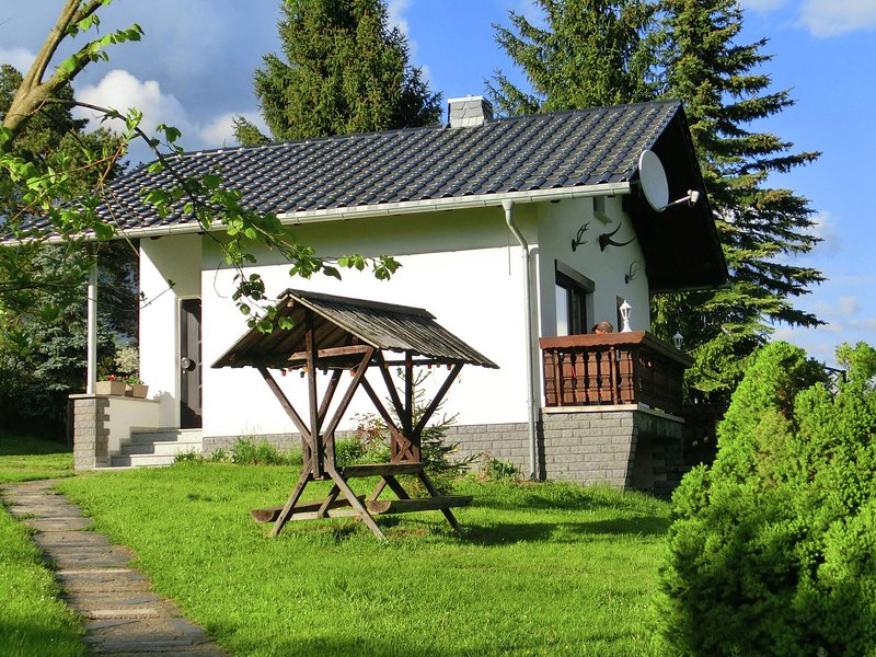 Tranquil holiday home in Unterwürschnitz Saxony with terrace and garden, holiday rental in Erlbach