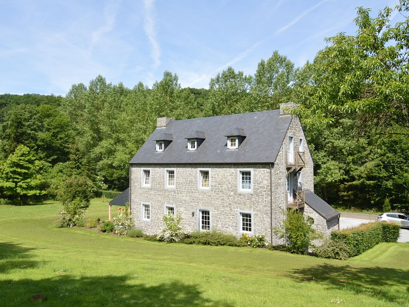Holiday house in the forest near Maredsous, ideal for hikers, vacation rental in Maredret