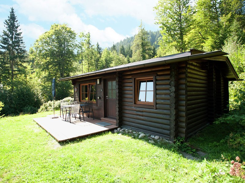 Quaint Chalet in Wörgl-Boden with Private Garden and Terrace, vacation rental in Bad Häring
