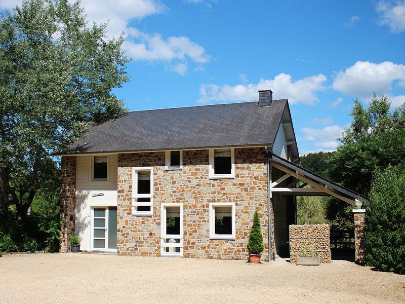 Spacious Holiday Home in Jupille  with Sauna, vacation rental in Marcourt
