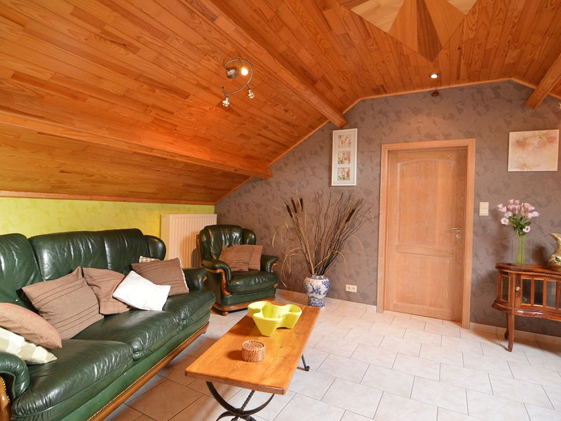 Enjoy a relaxing break for two and discover Durbuy and the Caves of Hotton, holiday rental in Werpin
