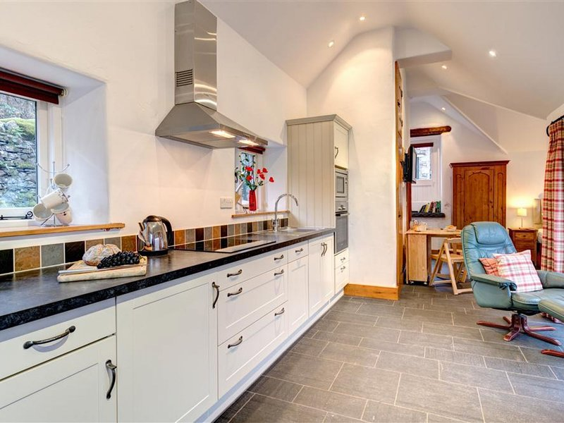 A spacious holiday home in the beautiful Cumbria countryside, with private parki, holiday rental in Grasmere
