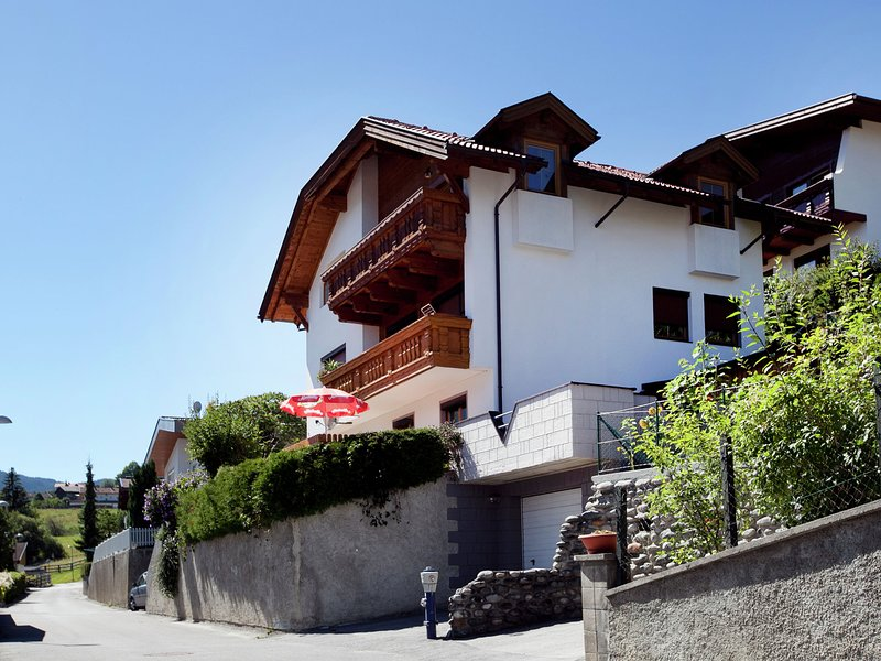 Sunlit Apartment near Ski Area in Wenns, vacation rental in Tarrenz