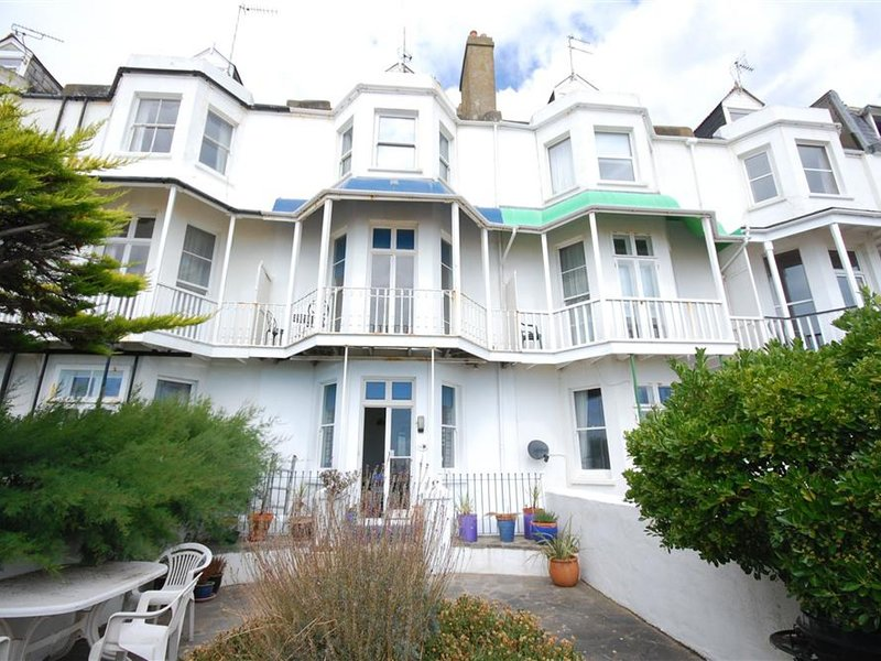 Traditional Holiday Home in Hythe Kent on the Beachfront, holiday rental in Dymchurch