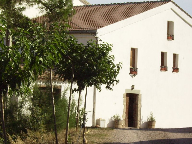 Luxurious Cottage in Catalonia with pool and garden with seating, aluguéis de temporada em Els Hostalets de Pierola