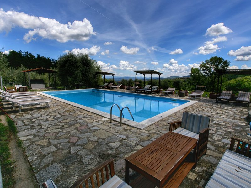 Charming Holiday Home in Tuscany with Swimming Pool, holiday rental in Castelnuovo dei Sabbioni
