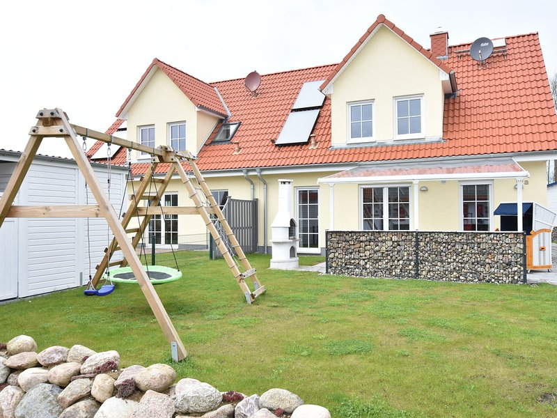 Modern Holiday Home in Rerik near Baltic Sea, vacation rental in Rerik