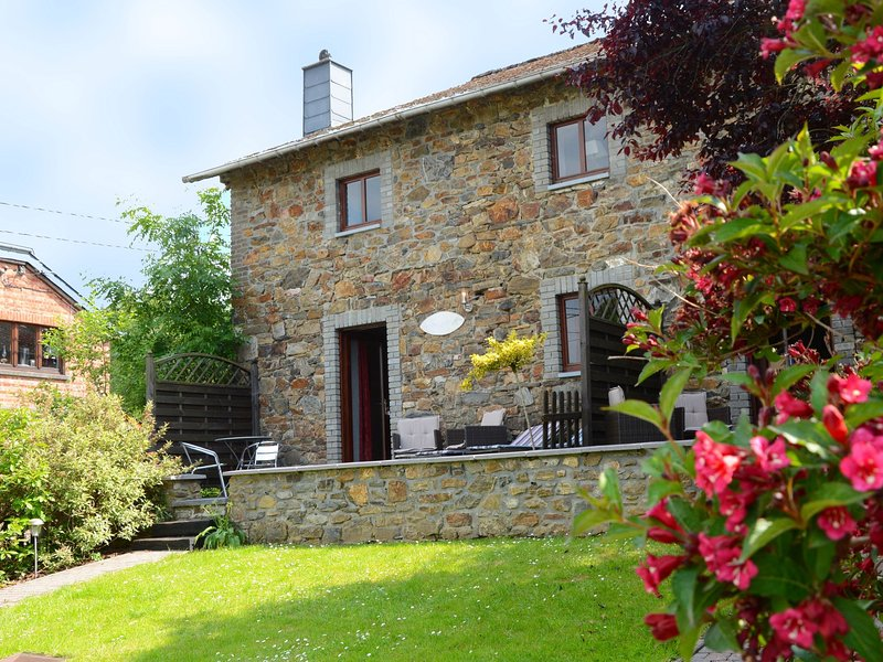 Charming, very well kept holiday house, location de vacances à Francorchamps