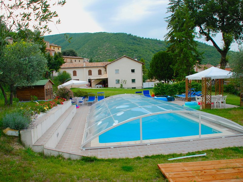 Modern Villa in Serrapetrona Marche with Private Pool, Ferienwohnung in Borgiano di Serrapetrona