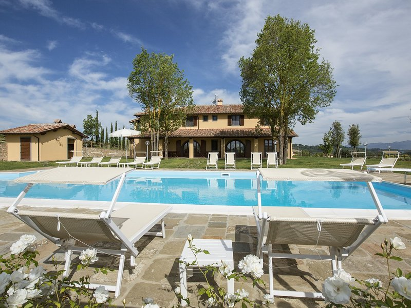 Luxurious Apartment in Casciana Terme, with barbecue, holiday rental in Casciana Alta