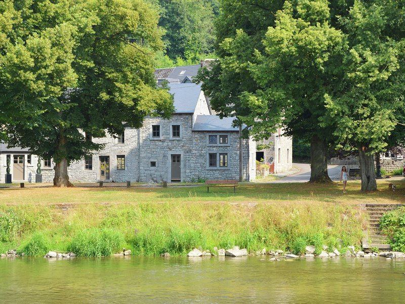 Luxury Cottage in Hamoir beside a River, vacation rental in Hamoir