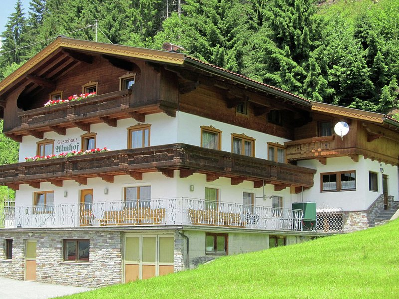 Mountain Apartment in Tyrol with private terrace, holiday rental in Gerlosberg